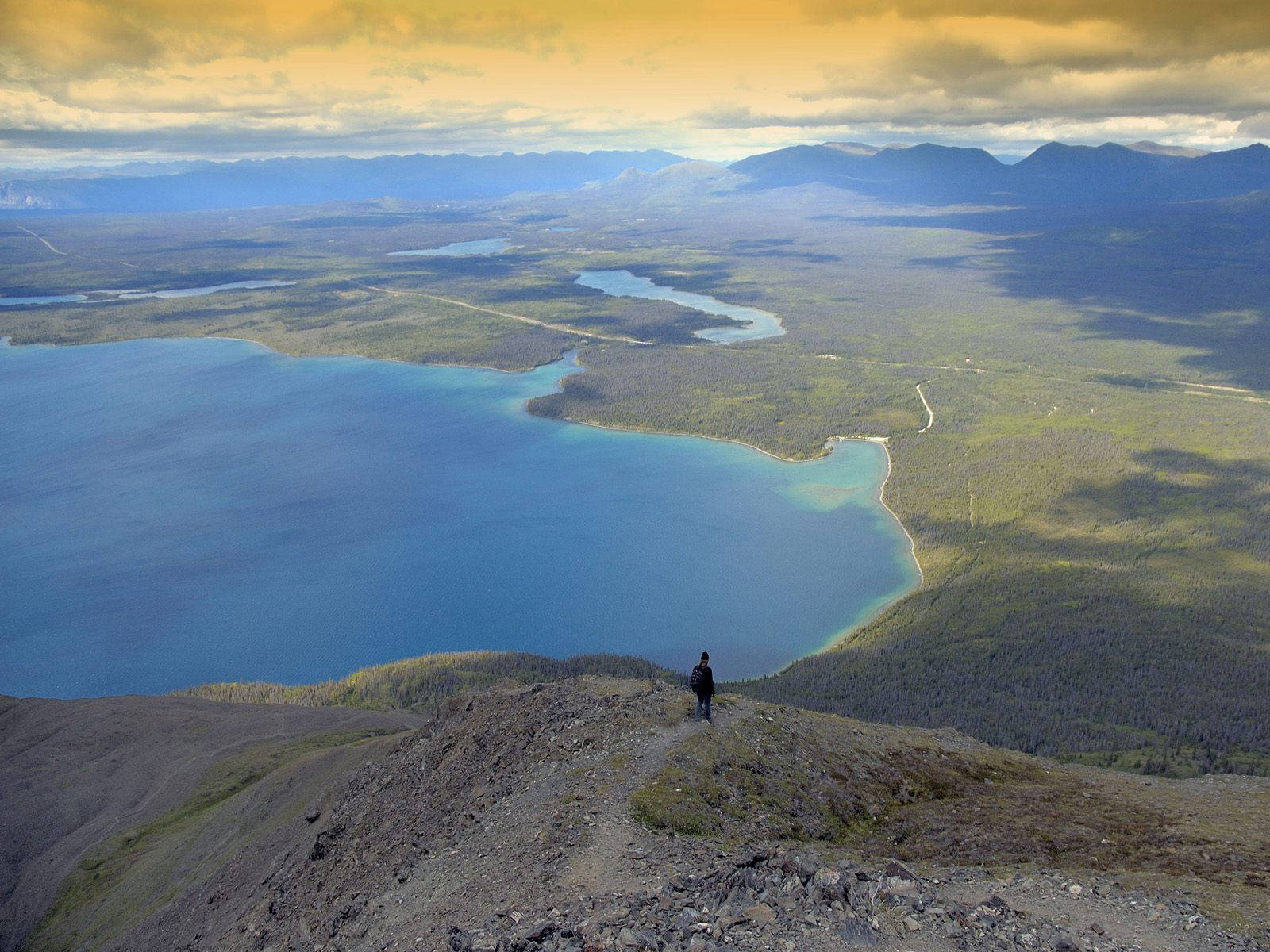 kathleen_lake_view_from_kings_throne_trail_kluane_national_park_canada.jpg