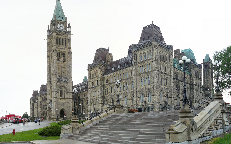 Parliament-Hill-Ottawa-Canada-03-1800x2880.jpg