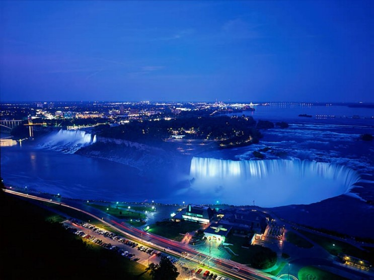 niagara_falls_at_night_ontario_canada.jpg