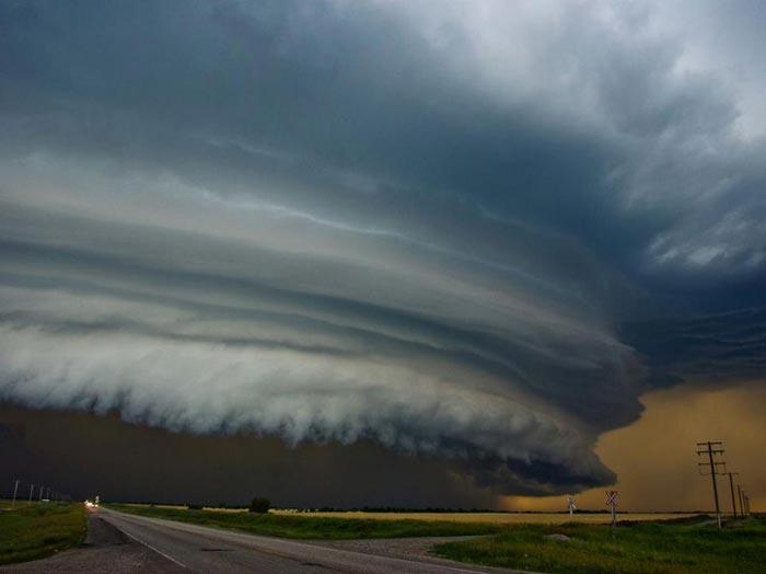 Tornado-in-Saskatchewan-Canada.jpg
