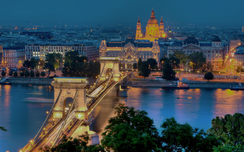 Budapest-1800x2880.jpg