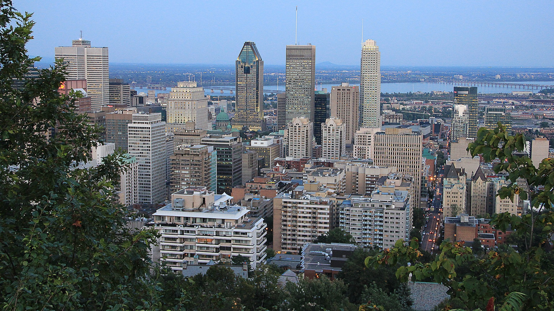 Montreal_view_of_Mount_Royal_Canada.jpg