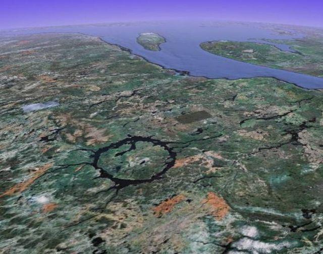 1Craterul-Manicouagan-Canada.jpg