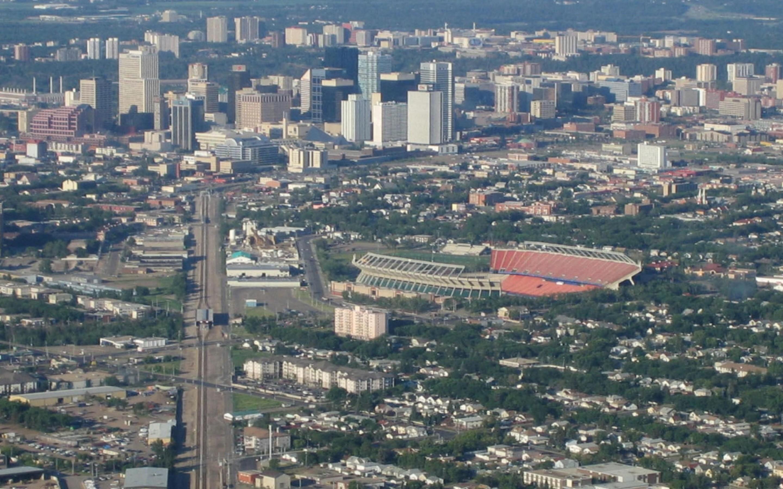 Aerial-View-Edmonton-Canada-1800x2880.jpg